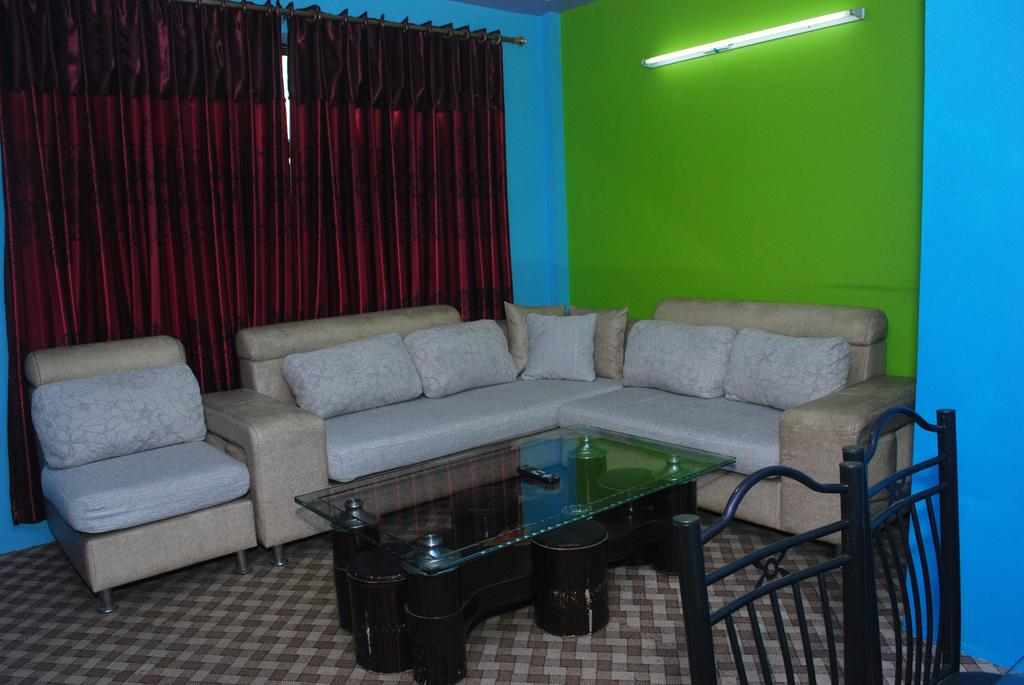 Three Boys Apartment And Guest House